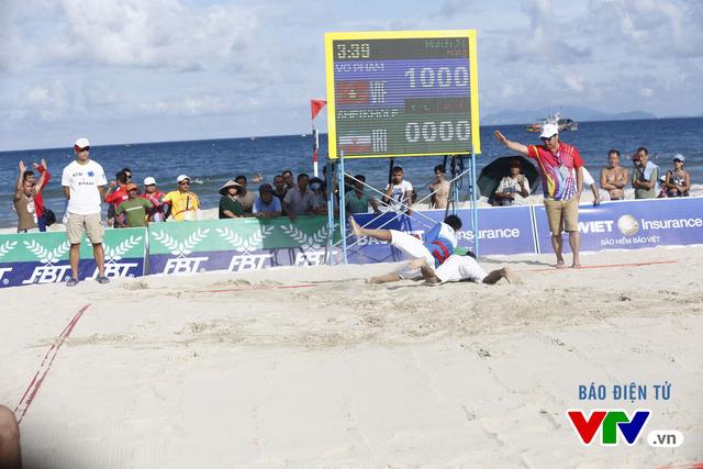 Người dân Đà Nẵng quây kín sàn đấu Muay tại Đại hội thể thao bãi biển châu Á - Ảnh 11.