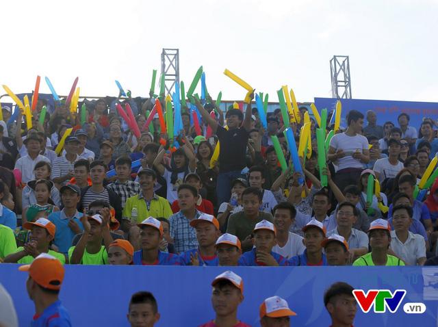 Người dân Đà Nẵng quây kín sàn đấu Muay tại Đại hội thể thao bãi biển châu Á - Ảnh 15.