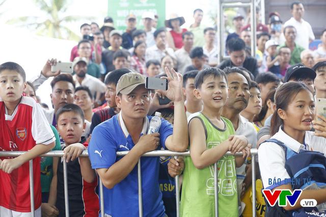 Người dân Đà Nẵng quây kín sàn đấu Muay tại Đại hội thể thao bãi biển châu Á - Ảnh 3.