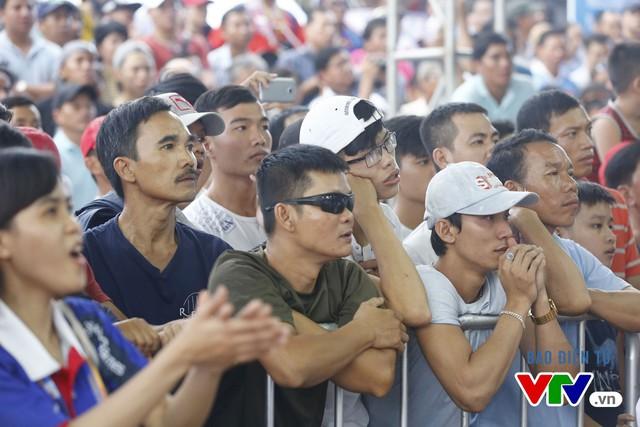 Người dân Đà Nẵng quây kín sàn đấu Muay tại Đại hội thể thao bãi biển châu Á - Ảnh 4.