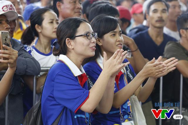 Người dân Đà Nẵng quây kín sàn đấu Muay tại Đại hội thể thao bãi biển châu Á - Ảnh 5.