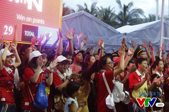 Người dân Đà Nẵng quây kín sàn đấu Muay tại Đại hội thể thao bãi biển châu Á - Ảnh 9.