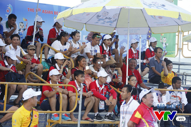 Người dân Đà Nẵng quây kín sàn đấu Muay tại Đại hội thể thao bãi biển châu Á - Ảnh 12.