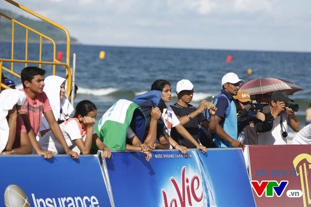 Người dân Đà Nẵng quây kín sàn đấu Muay tại Đại hội thể thao bãi biển châu Á - Ảnh 14.