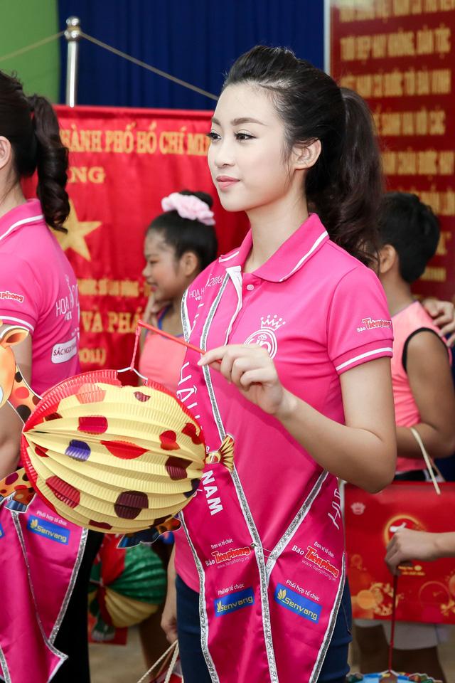 Hoa hậu Việt Nam 2016 đón Trung Thu sớm cùng các trẻ em mồ côi - Ảnh 3.