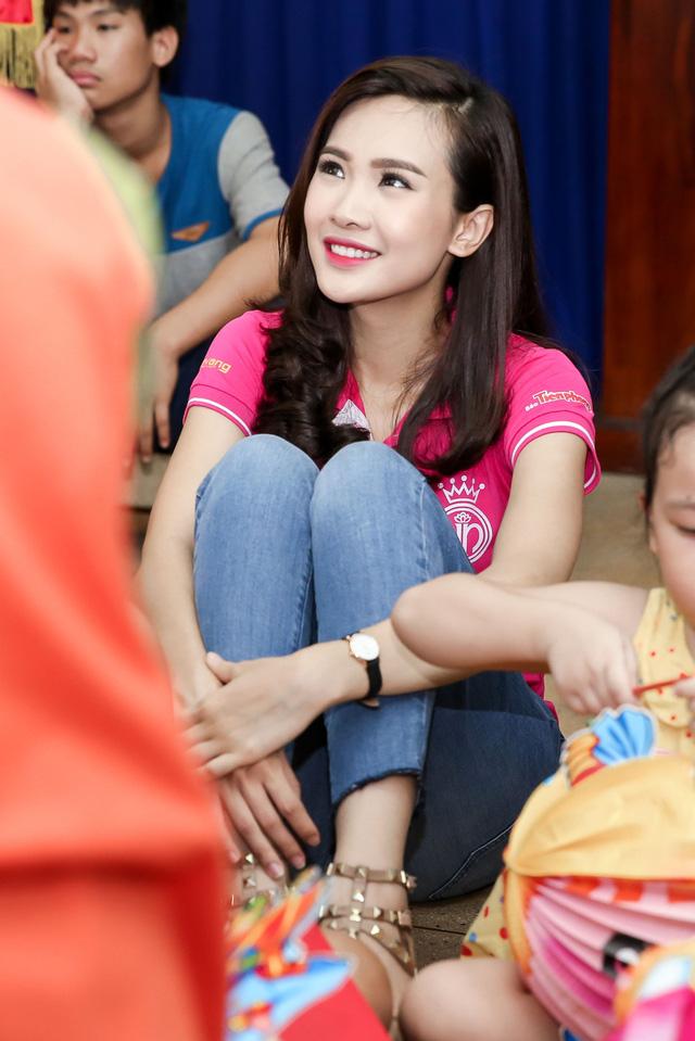 Hoa hậu Việt Nam 2016 đón Trung Thu sớm cùng các trẻ em mồ côi - Ảnh 5.