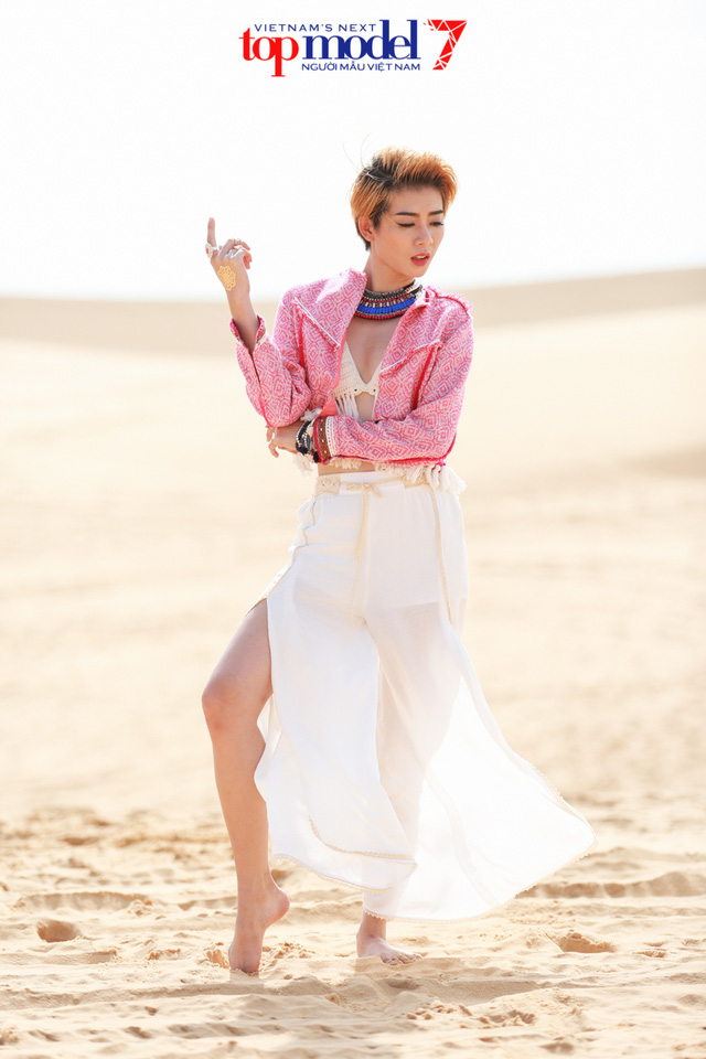 Chân dài Next Top Model 2016 nóng bỏng trên đồi cát Phan Thiết - Ảnh 7.