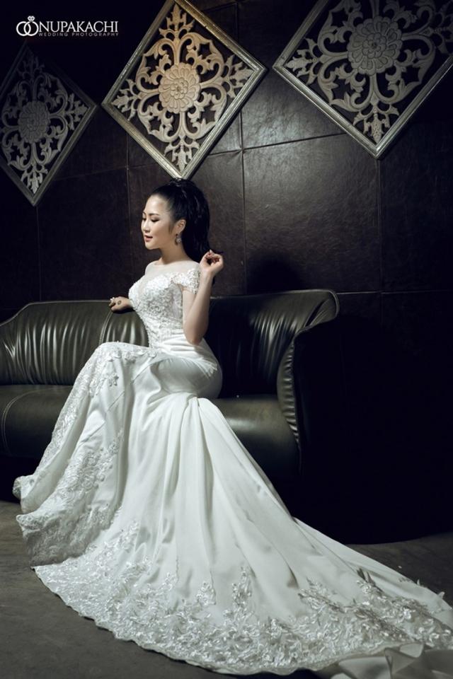 Hương Tràm ngọt ngào trong bộ ảnh cưới - Ảnh 1.
