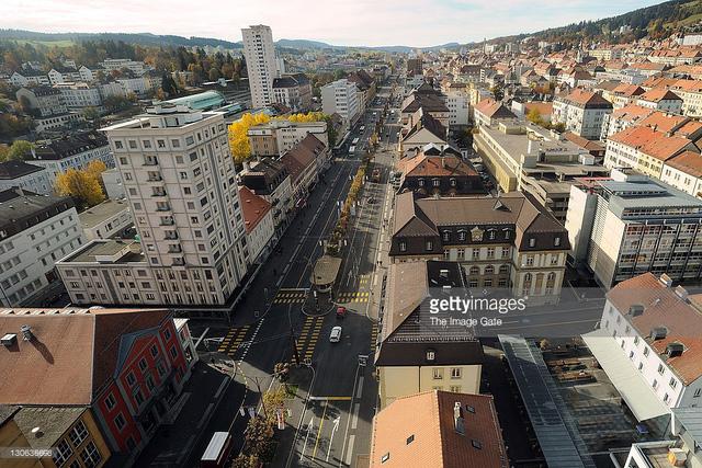 Ghé thăm ngôi làng chế tác đồng hồ nổi tiếng tại Thụy Sĩ - Ảnh 1.