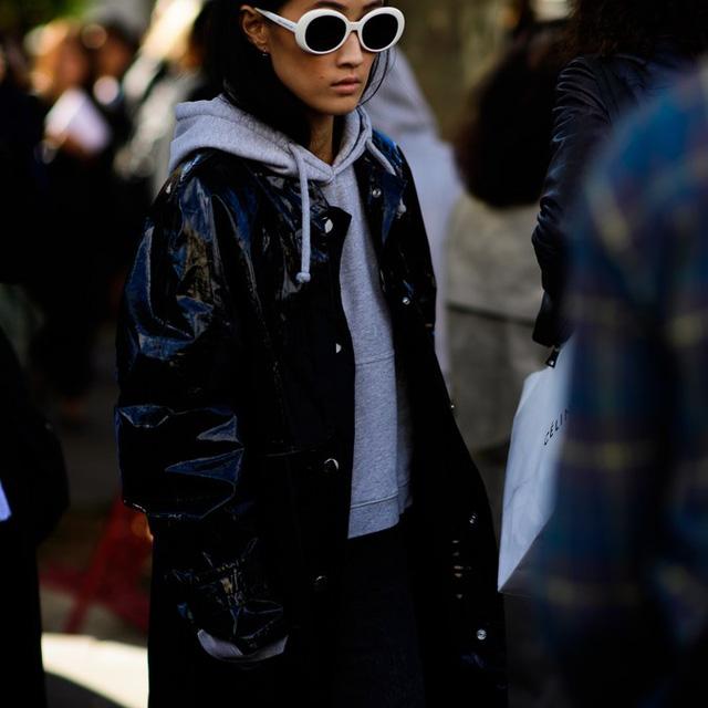 Săm soi áo khoác Thu - Đông cá tính ở Tuần lễ thời trang Paris - Ảnh 3.