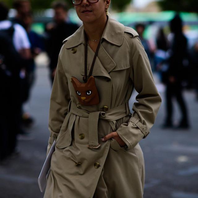 Săm soi áo khoác Thu - Đông cá tính ở Tuần lễ thời trang Paris - Ảnh 4.