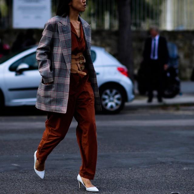 Săm soi áo khoác Thu - Đông cá tính ở Tuần lễ thời trang Paris - Ảnh 8.