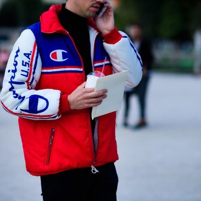 Săm soi áo khoác Thu - Đông cá tính ở Tuần lễ thời trang Paris - Ảnh 10.