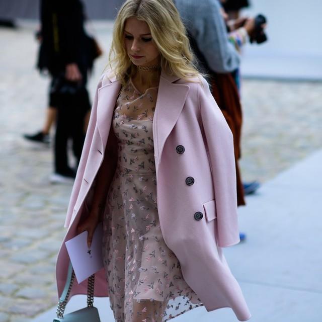 Săm soi áo khoác Thu - Đông cá tính ở Tuần lễ thời trang Paris - Ảnh 17.