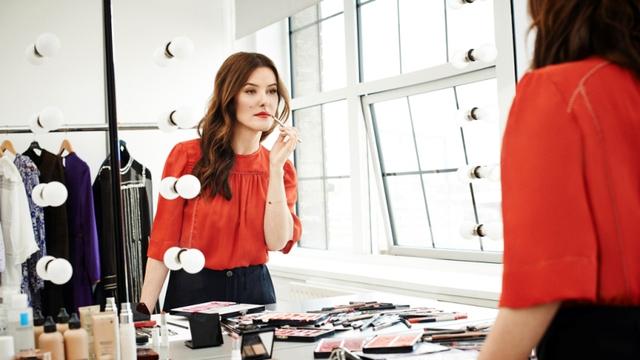 Cơ duyên đến với nghề của chuyên gia makeup nổi tiếng Lisa Eldridge - Ảnh 1.
