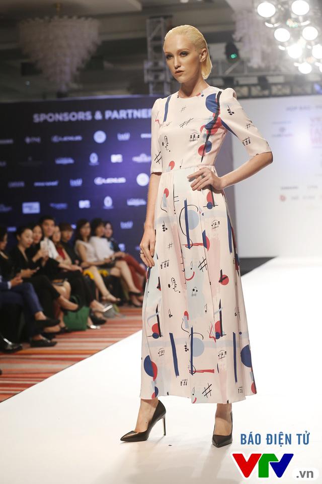Ngọc Châu mở màn Tuần lễ thời trang quốc tế Việt Nam Thu - Đông 2016 - Ảnh 9.
