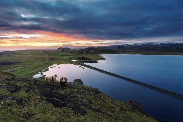 Ấn tượng trước quang cảnh đẹp như tranh vẽ ở Iceland - Ảnh 2.