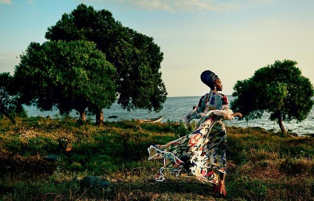 Lupita Nyongo rực rỡ sắc màu ở Kenya - Ảnh 1.