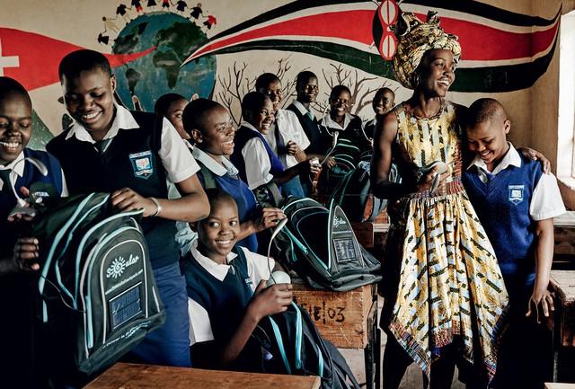 Lupita Nyongo rực rỡ sắc màu ở Kenya - Ảnh 6.