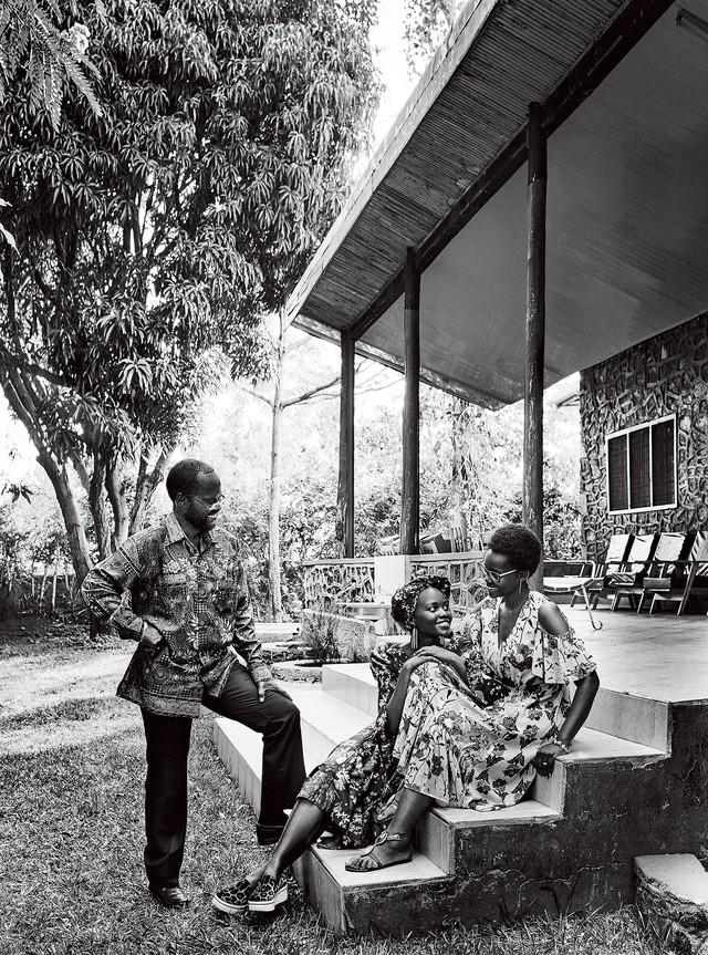 Lupita Nyongo rực rỡ sắc màu ở Kenya - Ảnh 4.