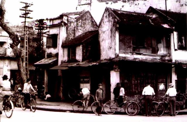 Nhiếp ảnh gia Lê Vượng và những hoài niệm về một Hà Nội xưa - Ảnh 5.