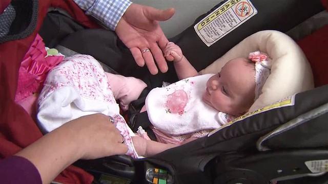 Kỳ diệu bé gái được sinh ra 2 lần - Ảnh 3.