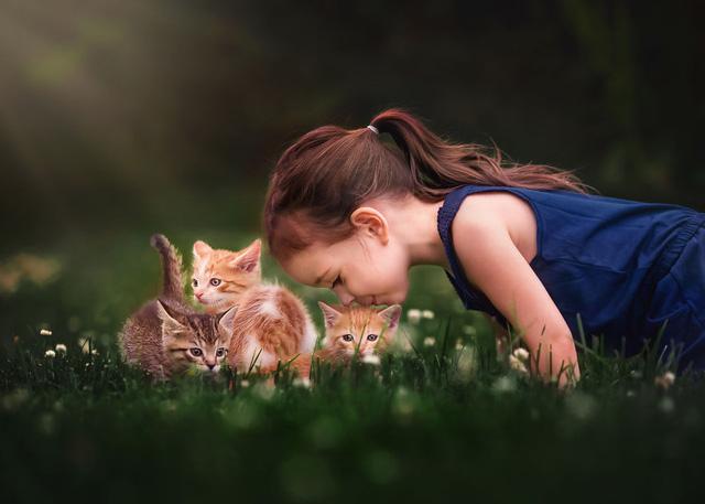 Ngất ngây bộ ảnh siêu dễ thương về bé gái yêu động vật - Ảnh 2.