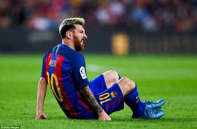 Messi chấn thương vì Barcelona xử tệ - Ảnh 1.