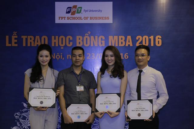 Á hậu Thụy Vân, MC Thu Hương nhận học bổng MBA - Ảnh 1.
