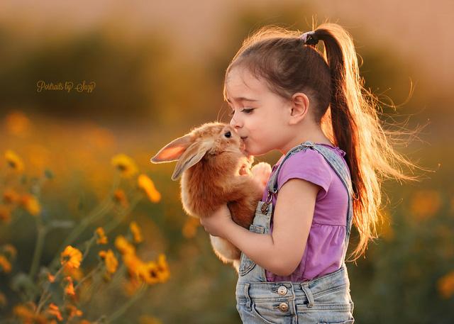 Ngất ngây bộ ảnh siêu dễ thương về bé gái yêu động vật - Ảnh 3.