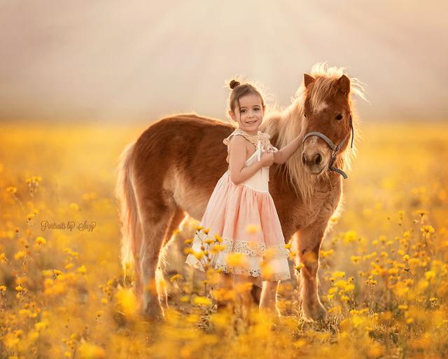 Ngất ngây bộ ảnh siêu dễ thương về bé gái yêu động vật - Ảnh 4.