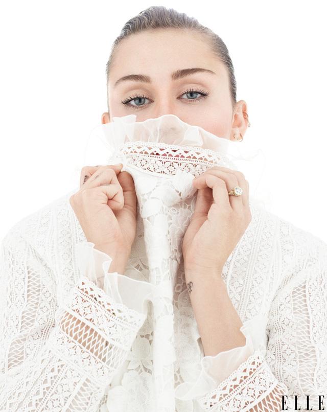 Bất ngờ với hình ảnh trong sáng của Miley Cyrus - Ảnh 1.