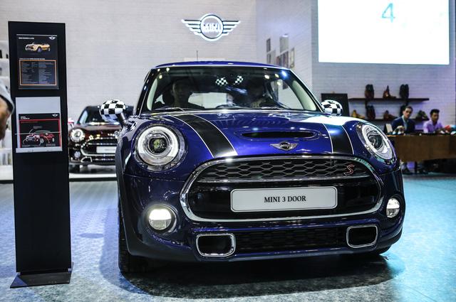 Dàn siêu xe đẳng cấp quy tụ tại Triển lãm ô tô quốc tế Việt Nam 2016 - Ảnh 4.