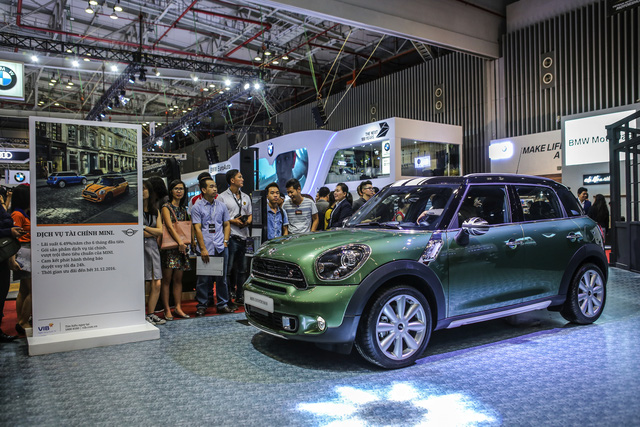 Dàn siêu xe đẳng cấp quy tụ tại Triển lãm ô tô quốc tế Việt Nam 2016 - Ảnh 3.