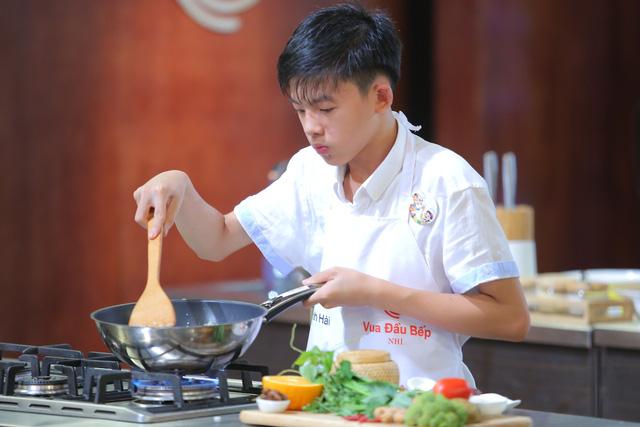 Vua đầu bếp nhí: Top 8 đồng loạt méo mặt vì nguyên liệu mới - Ảnh 13.
