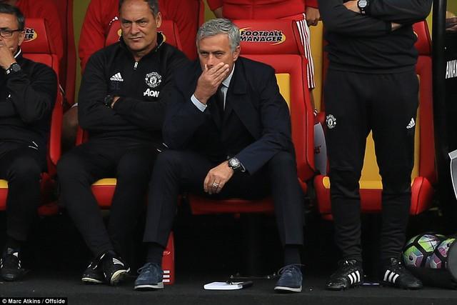 Thua Watford, Mourinho đổ tại trọng tài và… may mắn - Ảnh 1.
