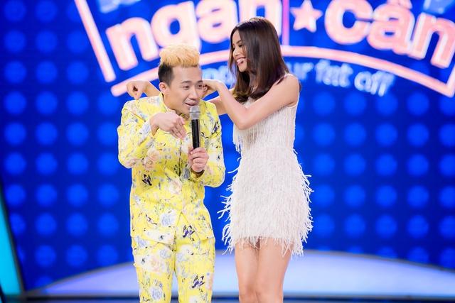 Phạm Hương khoe dáng quyến rũ trên ghế nóng Bước nhảy ngàn cân - Ảnh 7.