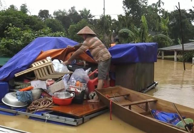 Mưa lũ tại Hà Tĩnh: Nhiều xã bị cô lập và chìm trong nước - Ảnh 3.