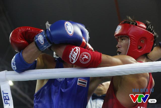 Người dân Đà Nẵng quây kín sàn đấu Muay tại Đại hội thể thao bãi biển châu Á - Ảnh 1.