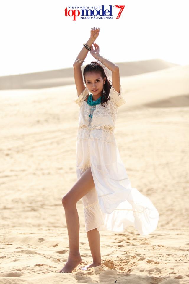 Chân dài Next Top Model 2016 nóng bỏng trên đồi cát Phan Thiết - Ảnh 12.