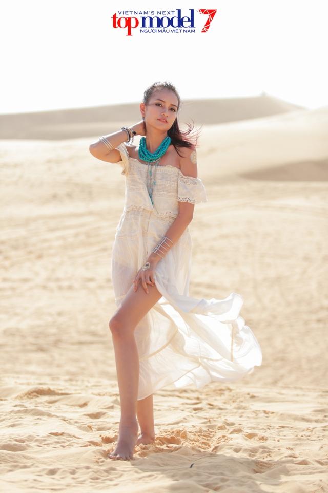 Chân dài Next Top Model 2016 nóng bỏng trên đồi cát Phan Thiết - Ảnh 13.