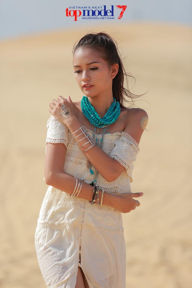 Chân dài Next Top Model 2016 nóng bỏng trên đồi cát Phan Thiết - Ảnh 14.