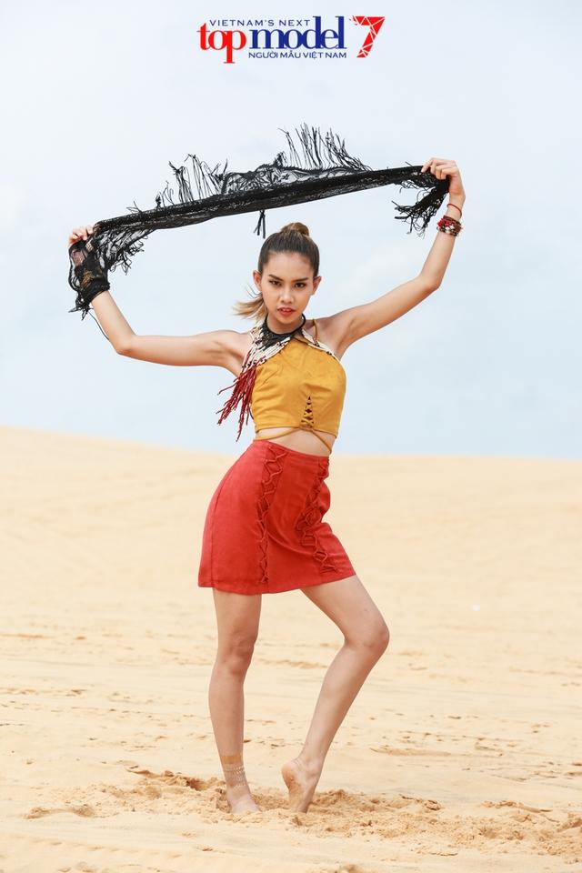 Chân dài Next Top Model 2016 nóng bỏng trên đồi cát Phan Thiết - Ảnh 3.