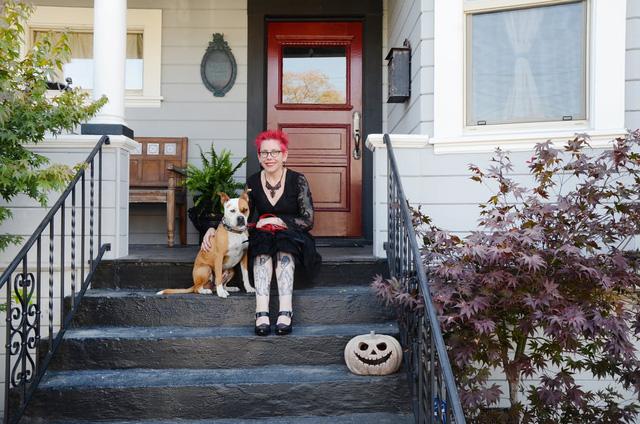 Rùng mình trước căn nhà Halloween rộng hơn 400m2 ở Mỹ - Ảnh 1.