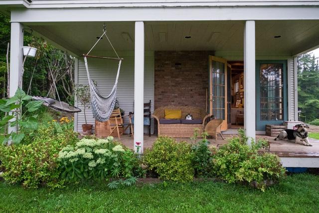 Mê mẩn căn nhà gỗ ấm áp và bình yên ở làng quê nước Mỹ - Ảnh 1.