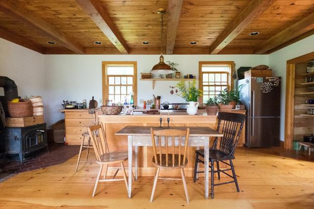 Mê mẩn căn nhà gỗ ấm áp và bình yên ở làng quê nước Mỹ - Ảnh 6.