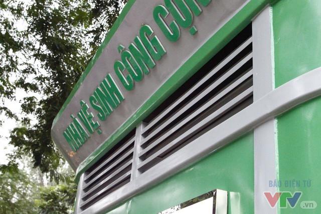 Cận cảnh nhà vệ sinh công cộng xanh, sạch, tiết kiệm ở Hà Nội - Ảnh 2.