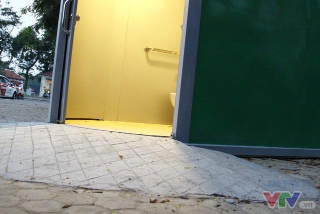 Cận cảnh nhà vệ sinh công cộng xanh, sạch, tiết kiệm ở Hà Nội - Ảnh 8.
