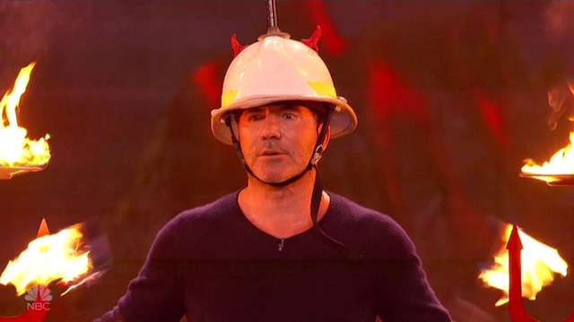 Chết cười với vẻ đơ của Simon Cowell trong Americas Got Talent - Ảnh 7.