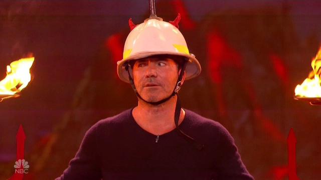 Chết cười với vẻ đơ của Simon Cowell trong Americas Got Talent - Ảnh 5.